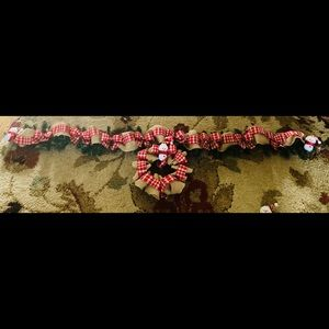 Other - 8ft prelit holiday garland